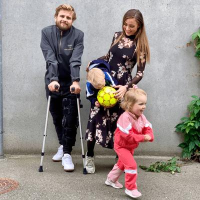 """Anden til Venstre - Cecilie Stenspil: """"At blive mor, føles som at tage sit hjerte, give det to ben og sende det afsted"""""""