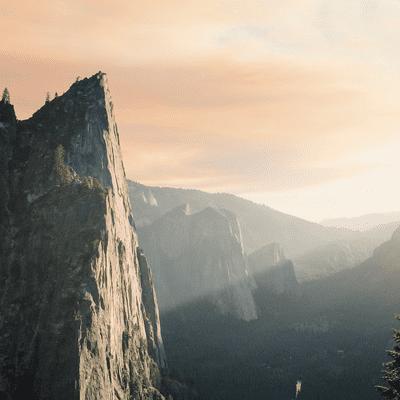 Lioran Schlafengehen – kleine Reisen zum Einschlafen und Entspannen - Ein idyllisches Wochenende in den Alpen