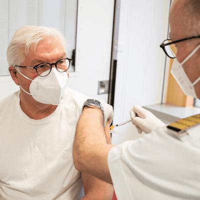 Sin Complejos - Noticias. Madrid pide que la vacuna de AstraZeneca sea voluntaria para menores de 60 años