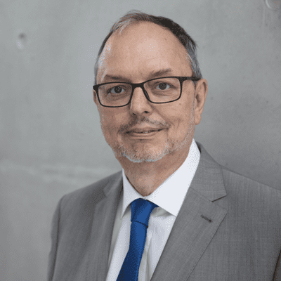 Vis à vis | Inforadio - Georg Thiel: Ein Wahlleiter im Corona-Superwahljahr