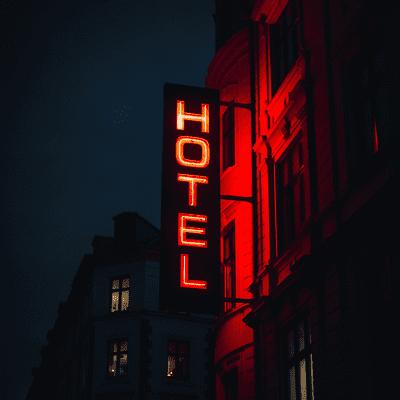 Lioran Schlafengehen – kleine Reisen zum Einschlafen und Entspannen - Ein lauschiger Abend in der Hotelbar